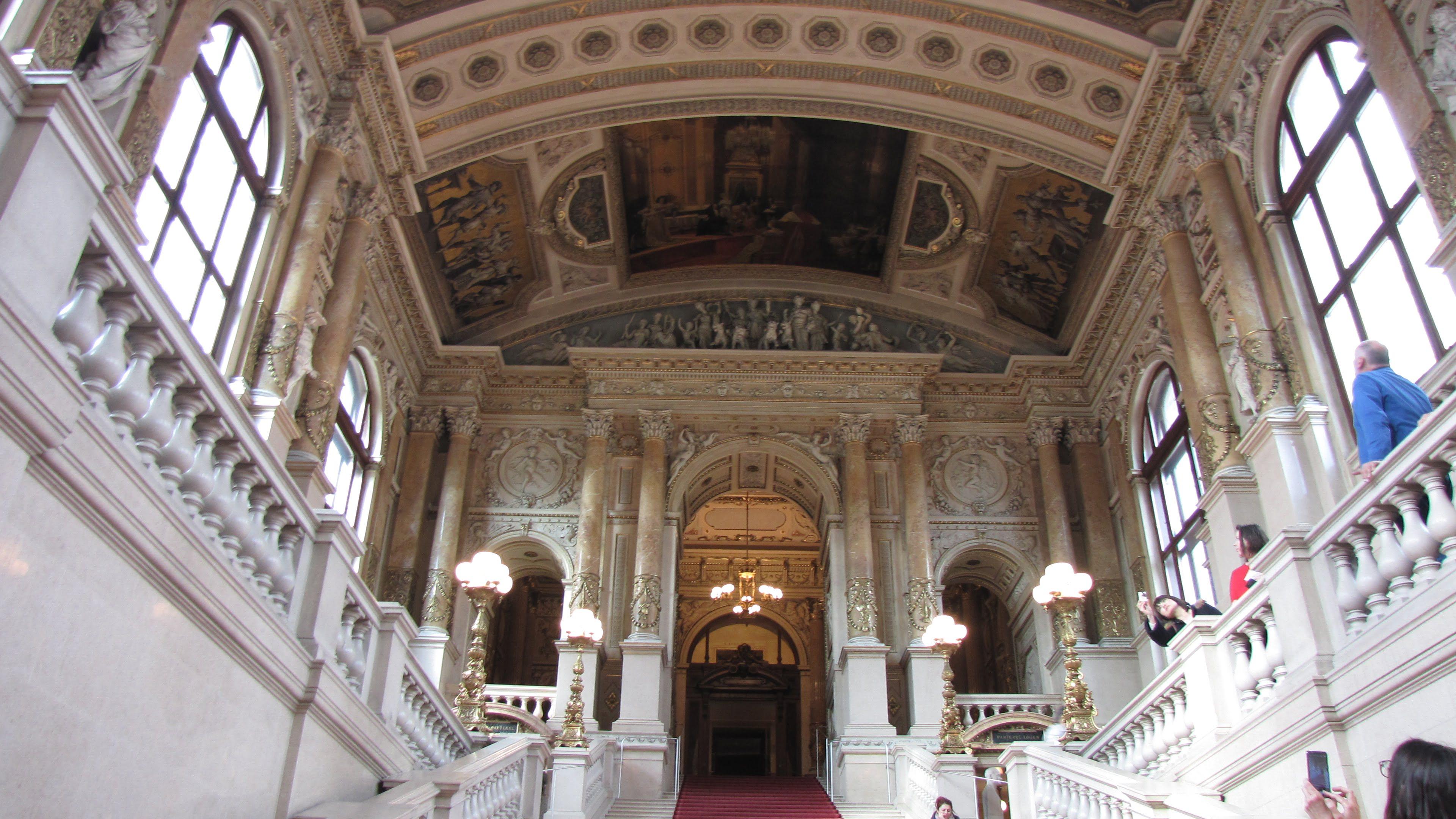 Бургтеатр, Густав Климт, или изучаем историю театра по картинам на потолке.